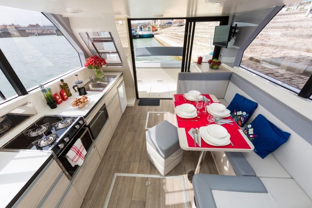 Blick auf Küche auf Boot Horizon