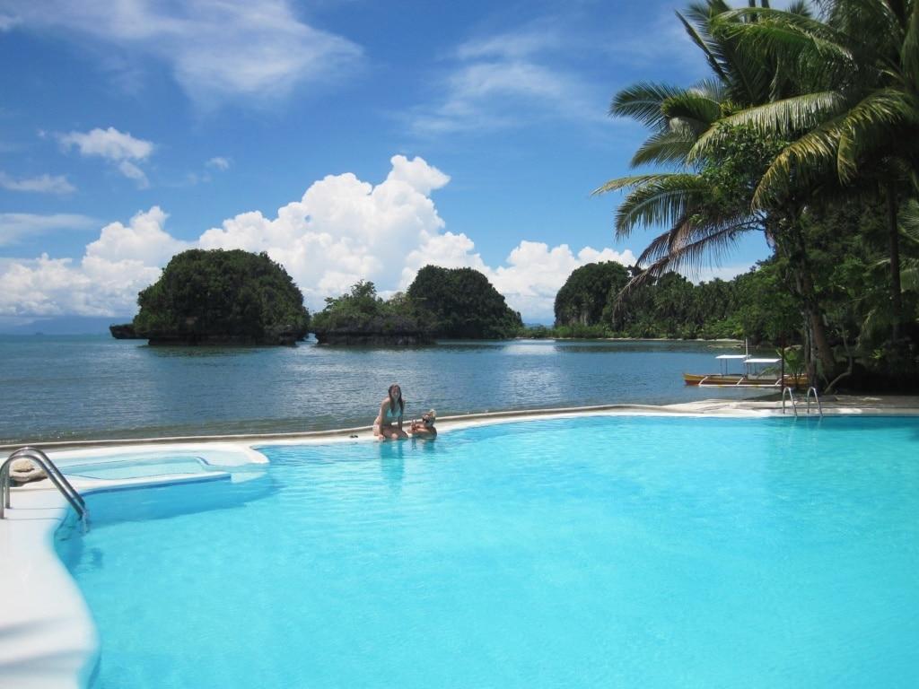 Das Caluwayan Beach Resort au Samar lädt zum Pool-Tag ein.