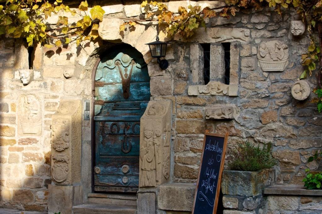 Eingang des Restaurants Eselsburg in Mußbach/Pfalz
