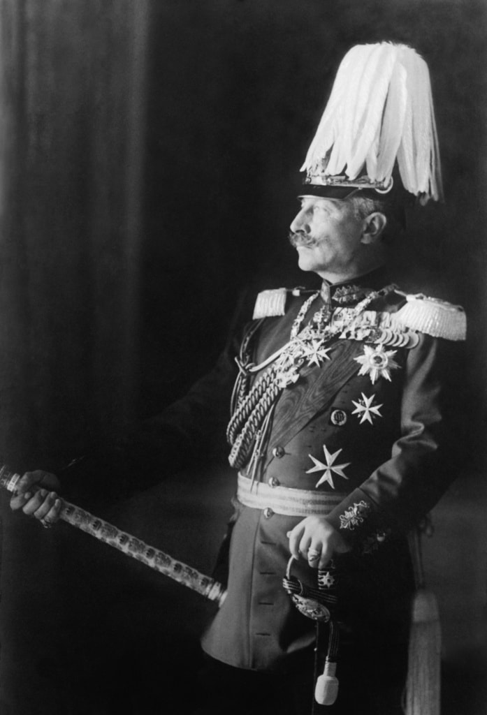Kaiser Wilhelm II von Deutschland präsentiert sich in Uniform
