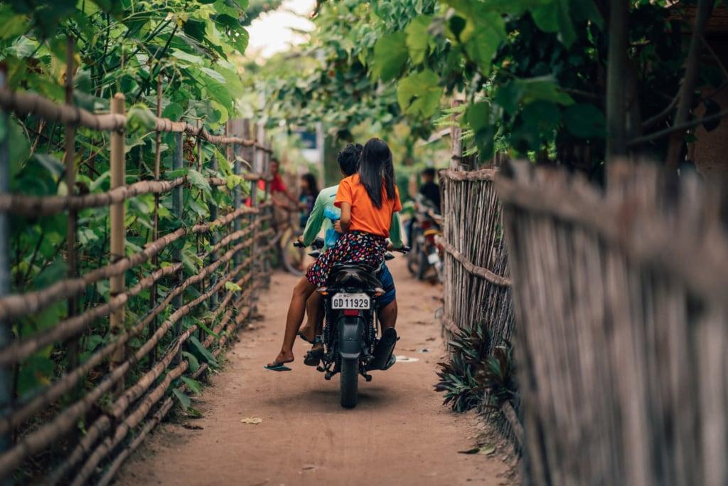 In den Eastern Visayas auf den Philippinen sind die Wege oft sehr abenteuerlich.