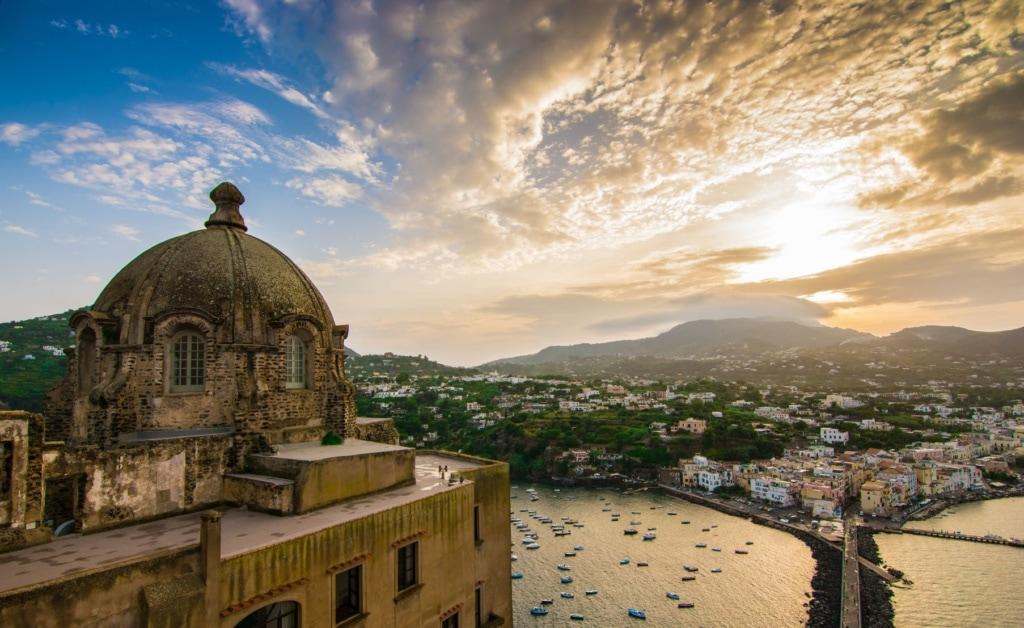 Blick auf Insel Ischia in Italien