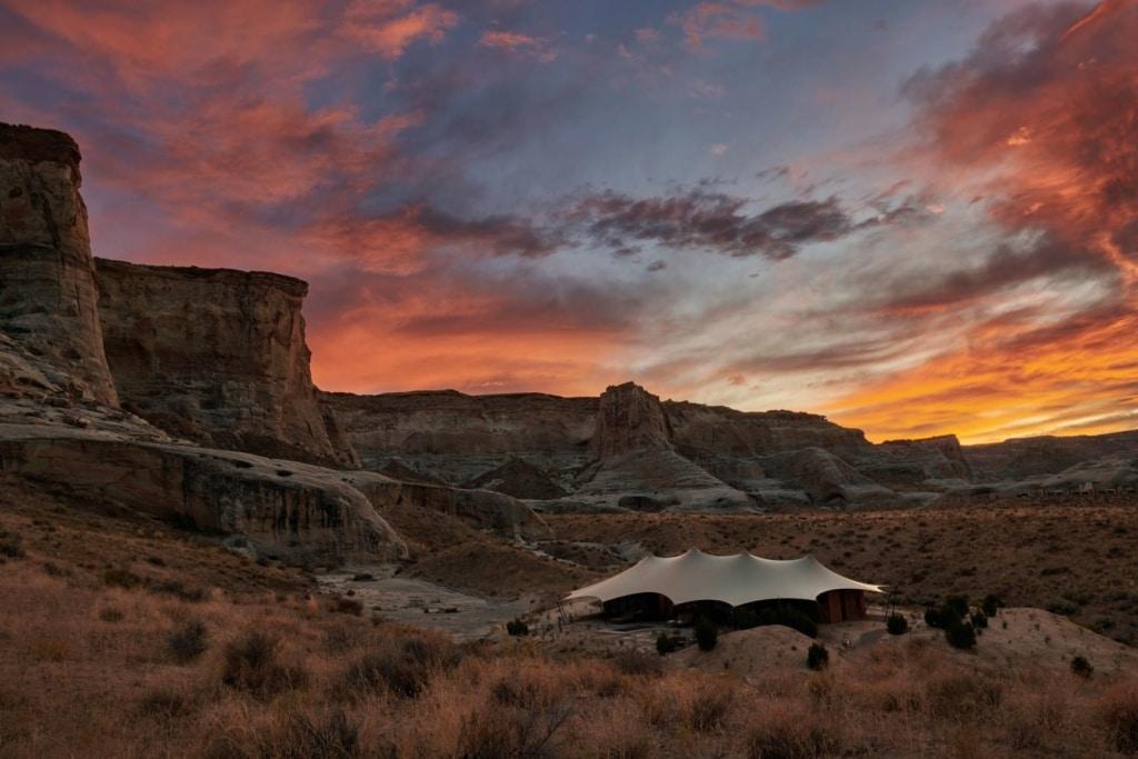 Zelt des Camp Sarika in der Utah-Landschaft