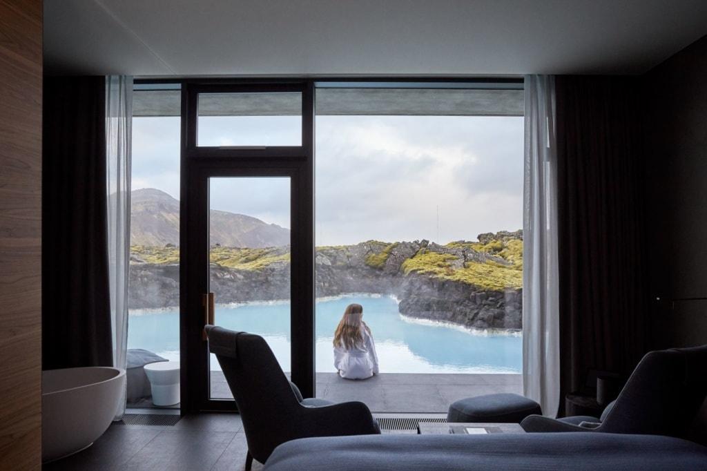 Frau im The Retreat Hotel Island Blaue Lagune