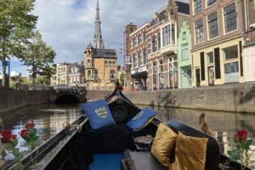 Auf einer Gondel durch Leeuwarden zu schweben bleibt ein besonderes Erlebnis!