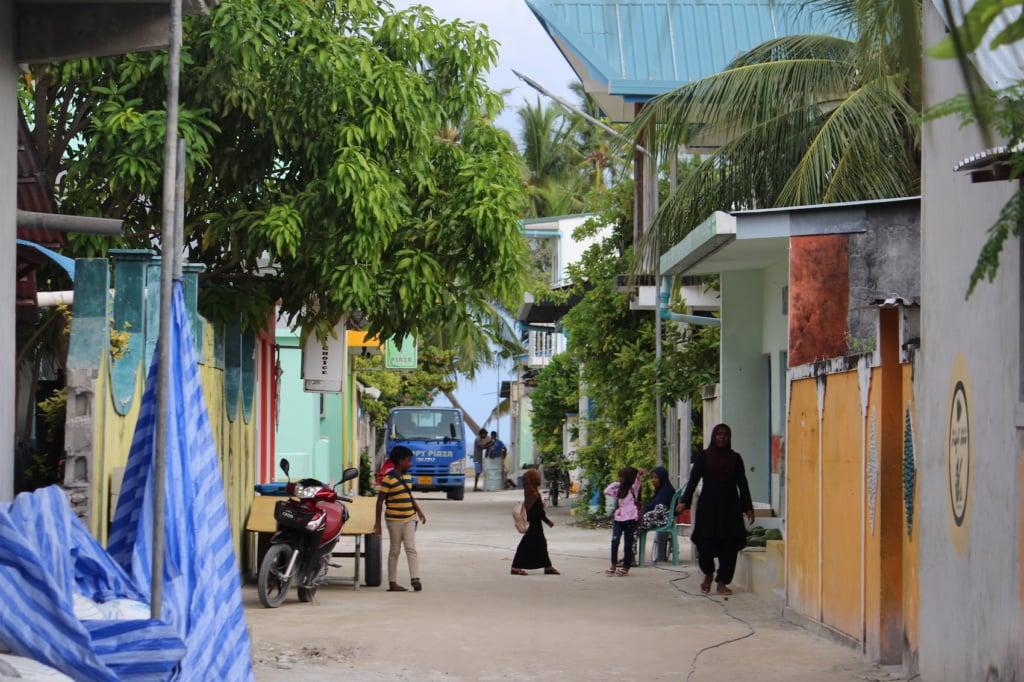 Der Besuch einer Einheimischeninsel zeigt ein ganz anderes Maledivengefühl.