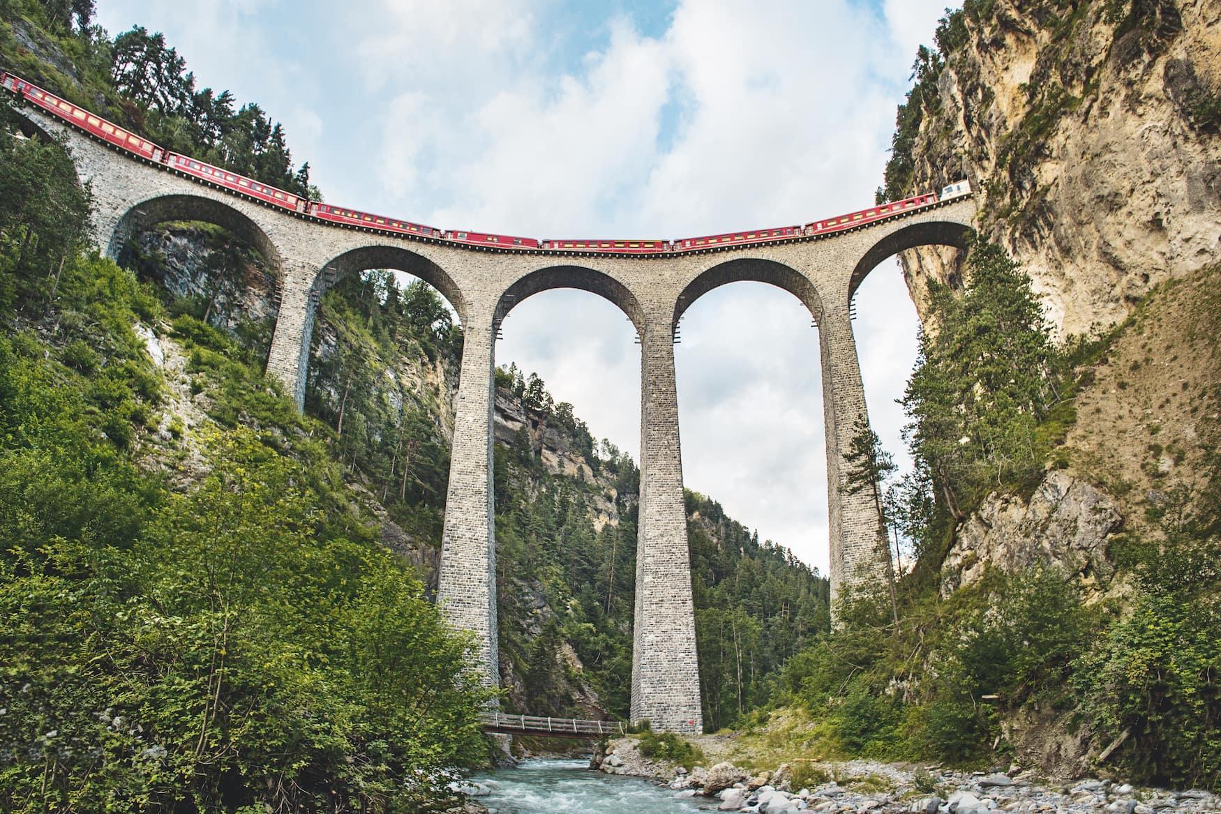 Landwasserviadukt bei Filisur, 65m hoch und 136m lang. Wahrzeichen der Rhaetischen Bahn und UNESCO-Weltkulturerbe