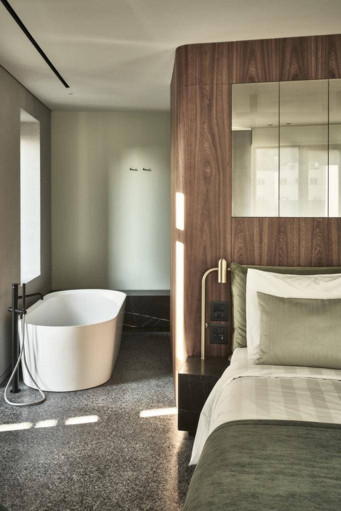 Glatte Oberflächen, warme Farben und runde Kanten bestimmen das Interior im Perianth Design Hotel in Athen