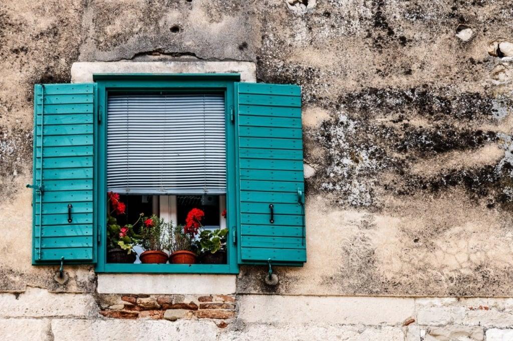 Fenster in einem Haus in Kroatien