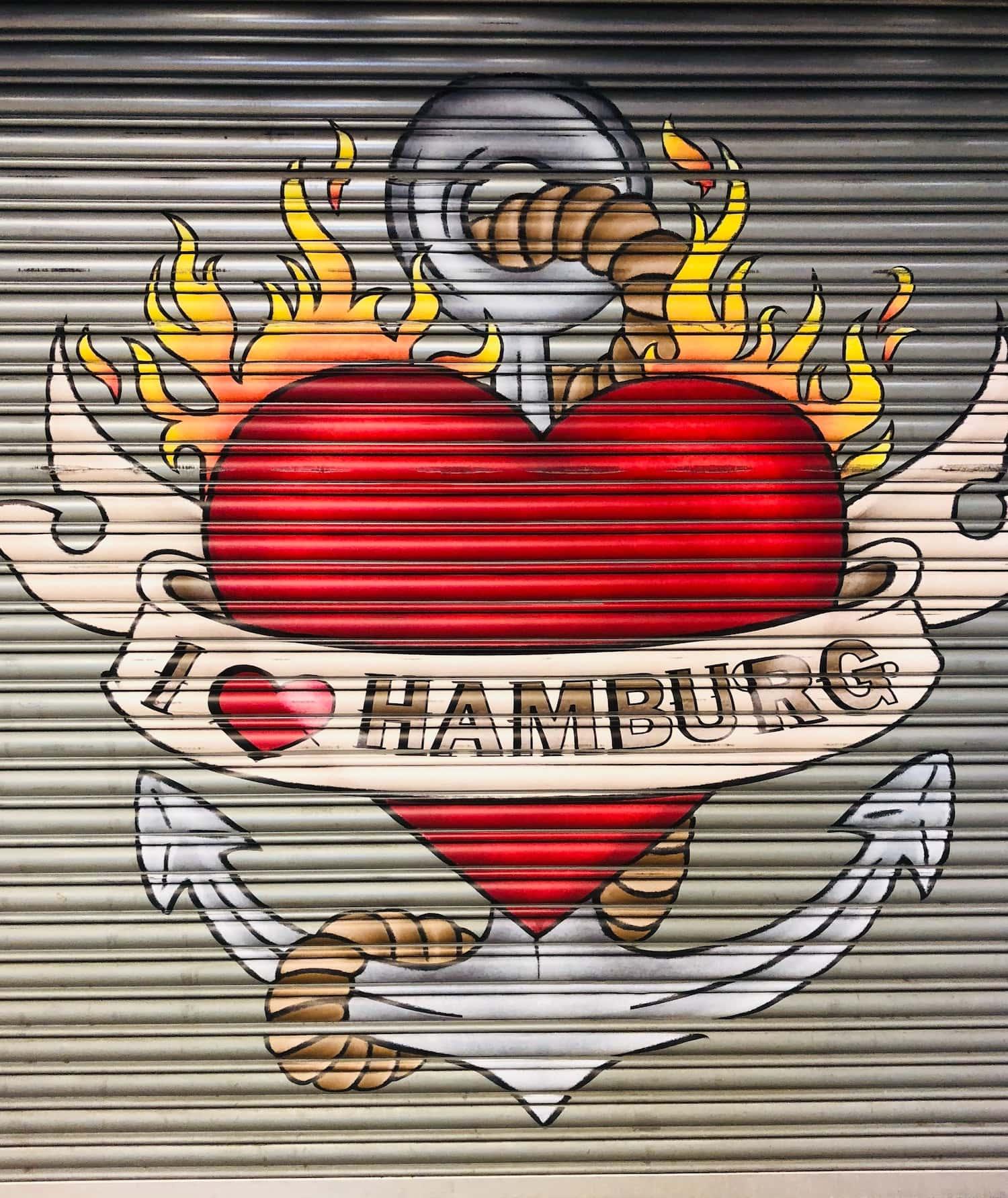 I love Hamburg-Graffitti auf Garagentor