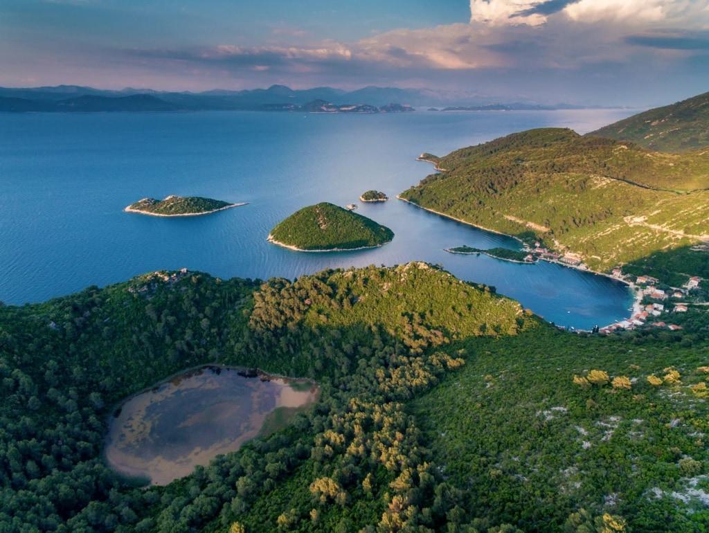 Vogelperspektive auf Insel Mljet in Kroatien