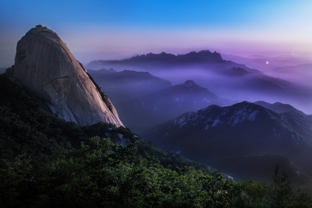 Die Berge Bukhansan locken für Wanderungen in die Natur.