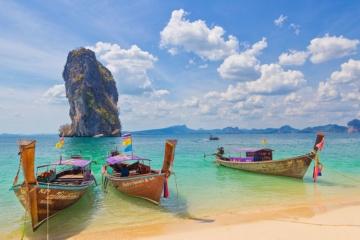 Boote am Strand von Krabi