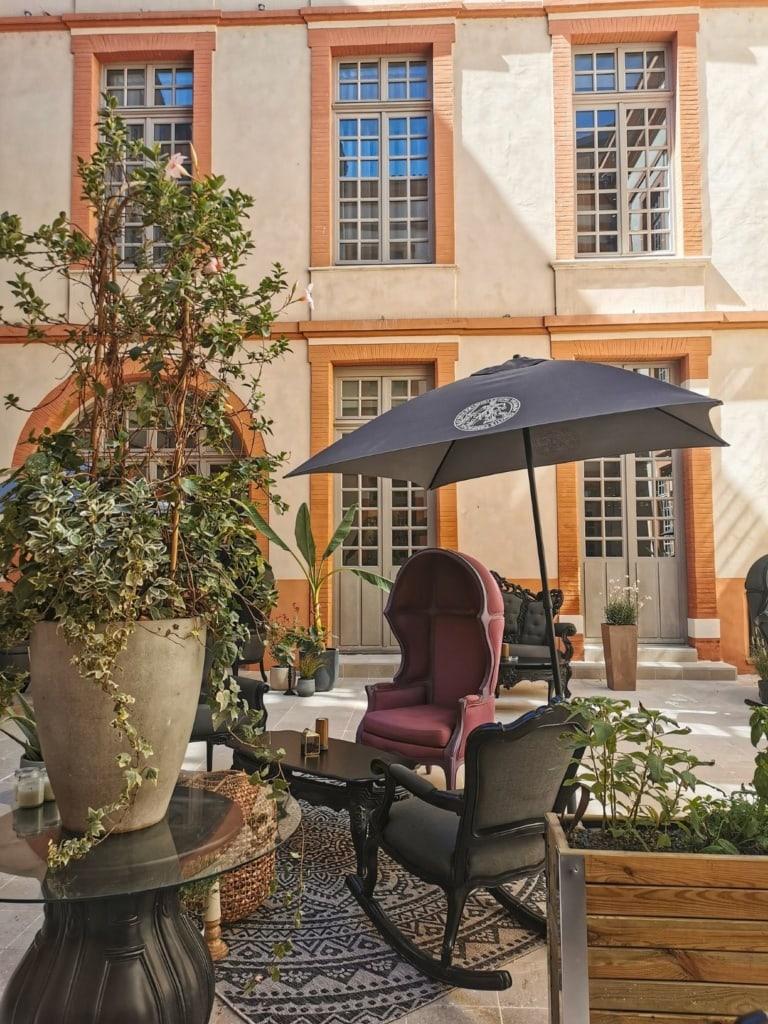 Innenhof im La Terrasse by CC 3