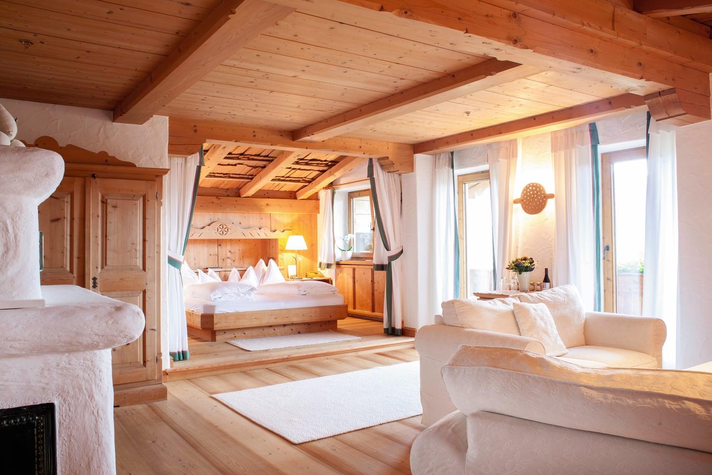 Die Suiten des Stanglwirt in Tirol sind mit nachhaltigen Materialien ausgestattet.