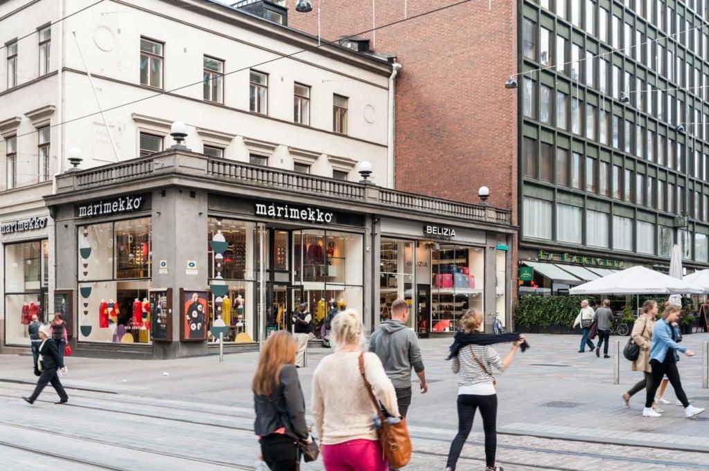 Straße vor dem Marimekko in Helsinki