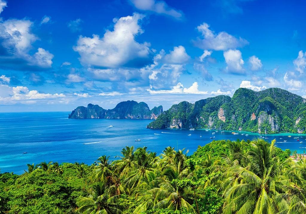 Aussicht auf die Phi Phi Inseln von Krabi