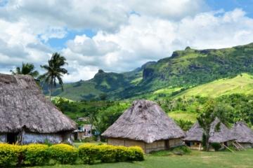 Panoramasicht auf das Dorf Navala im nördlichen und zentralen Viti Levu auf den Fiji-Inseln