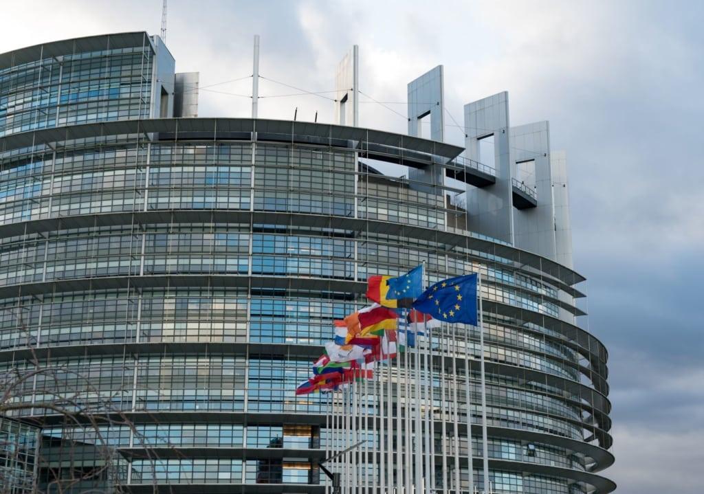 Fassade des Europaparlaments in Straßburg