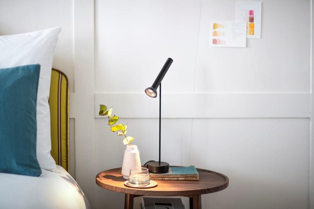 Luxury Residence by Widder: Bett, Tisch,Lampe,Details