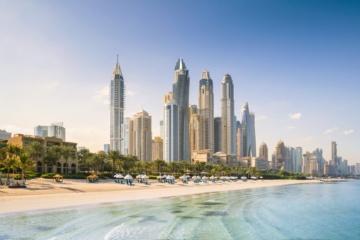 Strand-Skyline von Dubai, davor ist das One&Only Resort Royal Mirage zu sehen