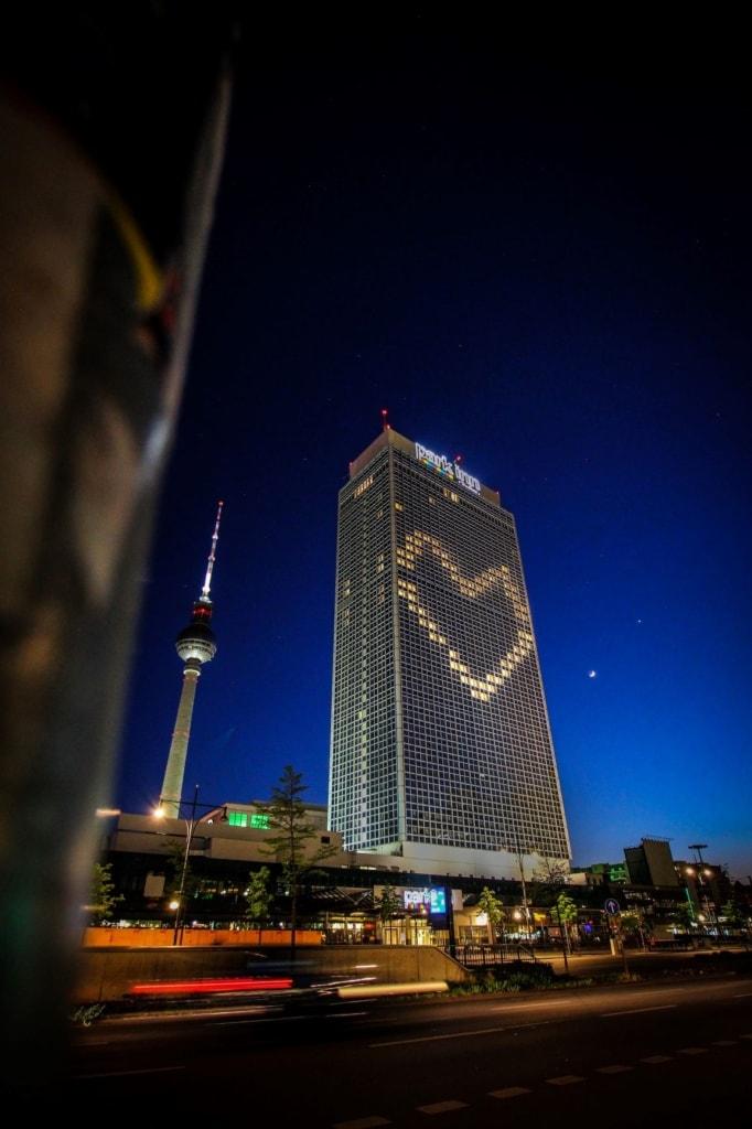 Park Inn Hotel und Fernsehturm am Berliner Alexanderplatz