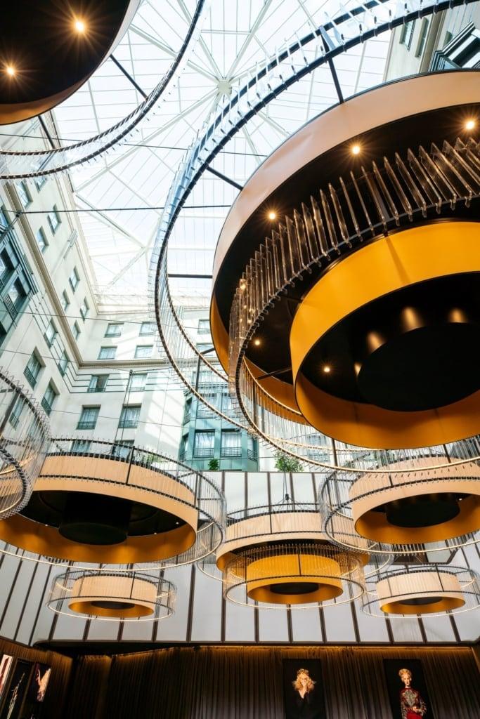Atrium des Radisson Collection Hotel in Brüssel