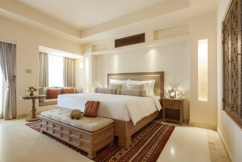 Blick in Zimmer im Al Wathba Desert Resort & Spa