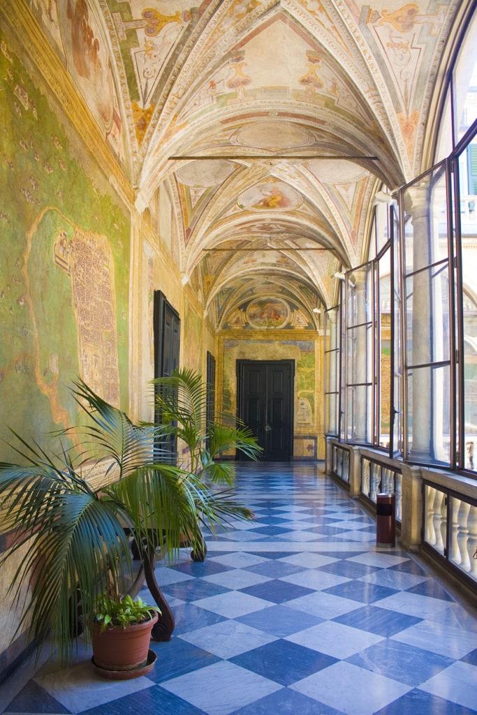 Die bemalten Wände und Deckes des Palazzo Spinola