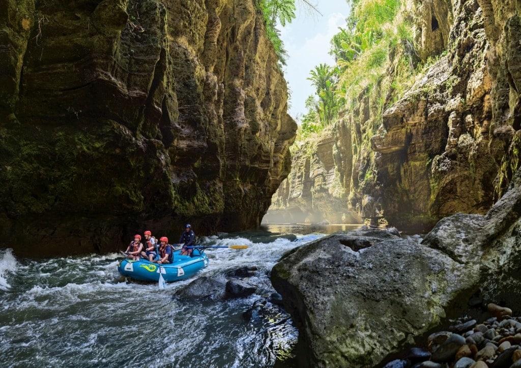 Wildwasser-Rafting auf dem Navua River