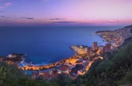 Blick über Monaco im Abendlicht