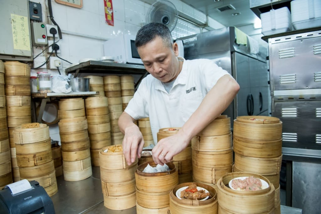 Zubereitung von Dim Sums im Tim Ho Wan, dem günstigsten Sternerestaurant der Welt in Hongkong
