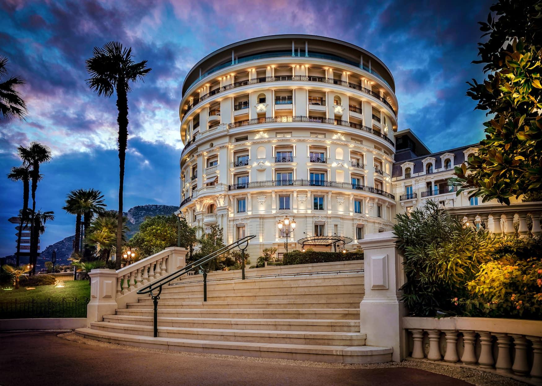 Außenfassade des Hotel de Paris im Fürstentum Monaco