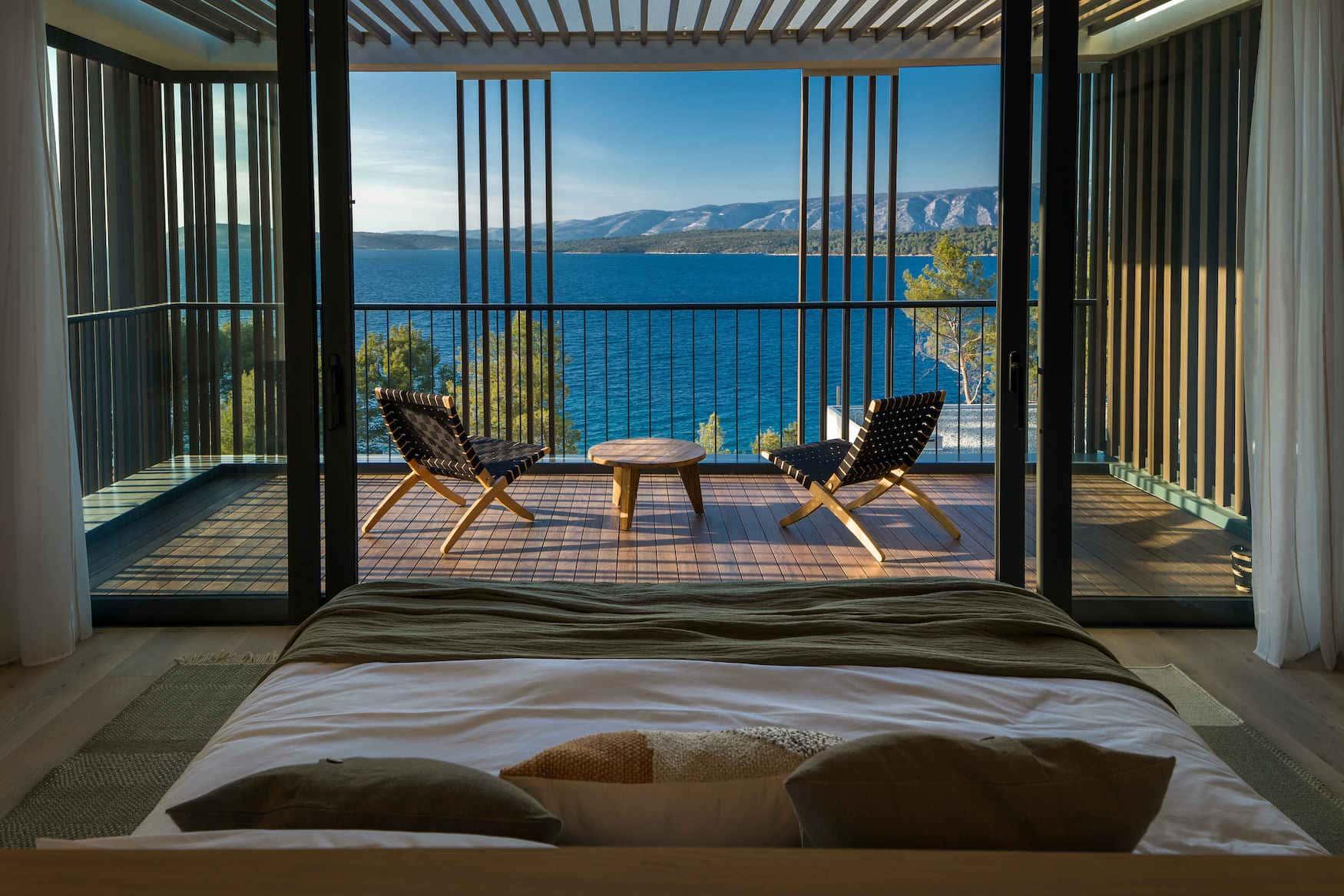 Wunderschöne Balkonstühle in einem Hotel in Kroatien