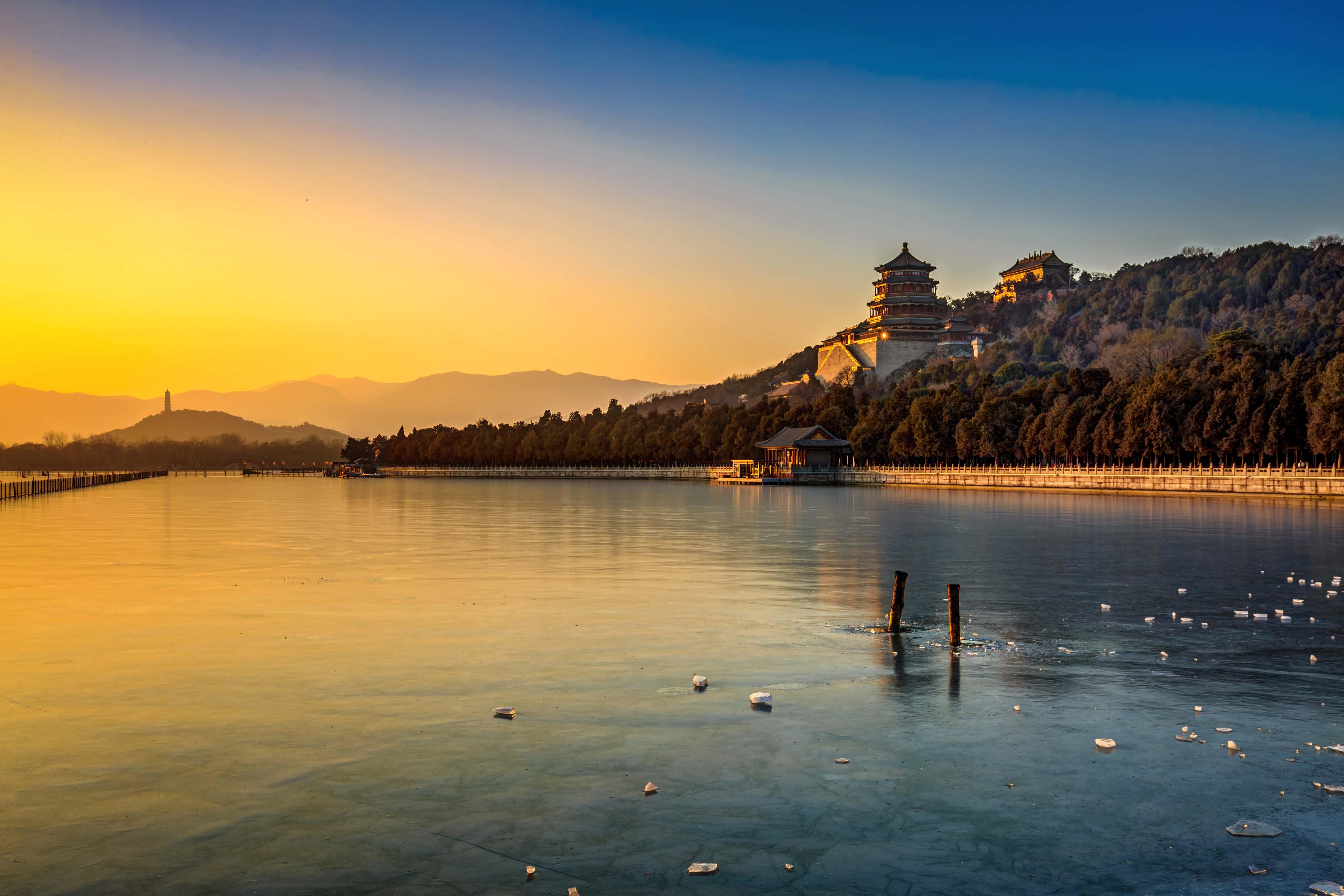 Kunming See mit Palast