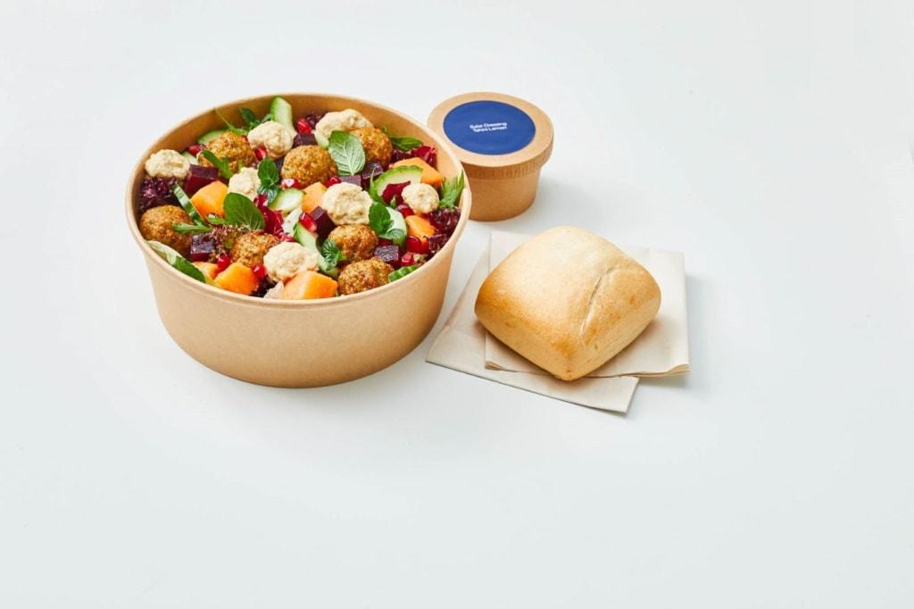 Lufthansa-Essen an Bord: Falafel-Tahini-Salat