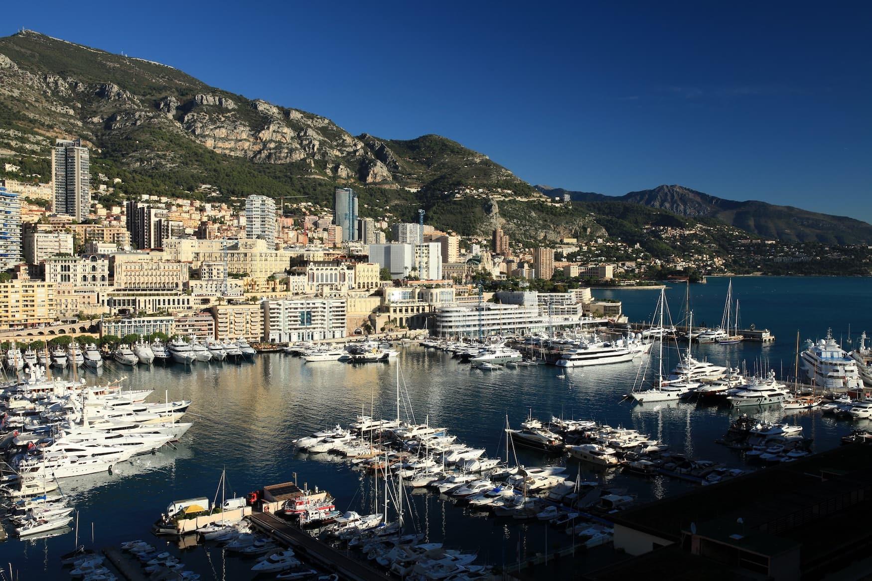 Hafen in Monaco, in dem die Yachten liegen
