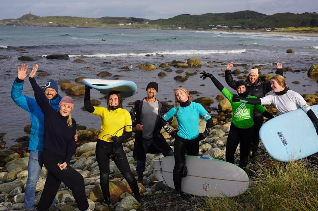 Das Kronprinzenpaar jubelt mit seiner Tochter – Surfen in Norwegen.