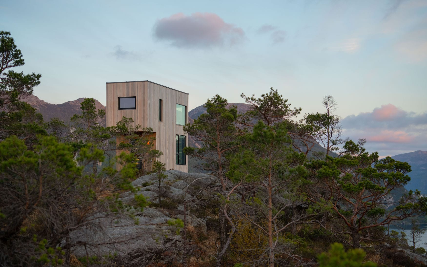 Die The Bolder Skylodge beeindruckt mit spektakulärer Lage und Architektur