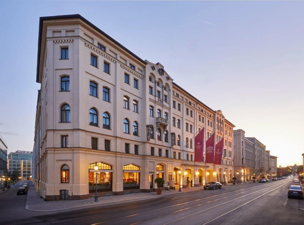 Fassade Vier Jahreszeiten Hotel Kempinski München
