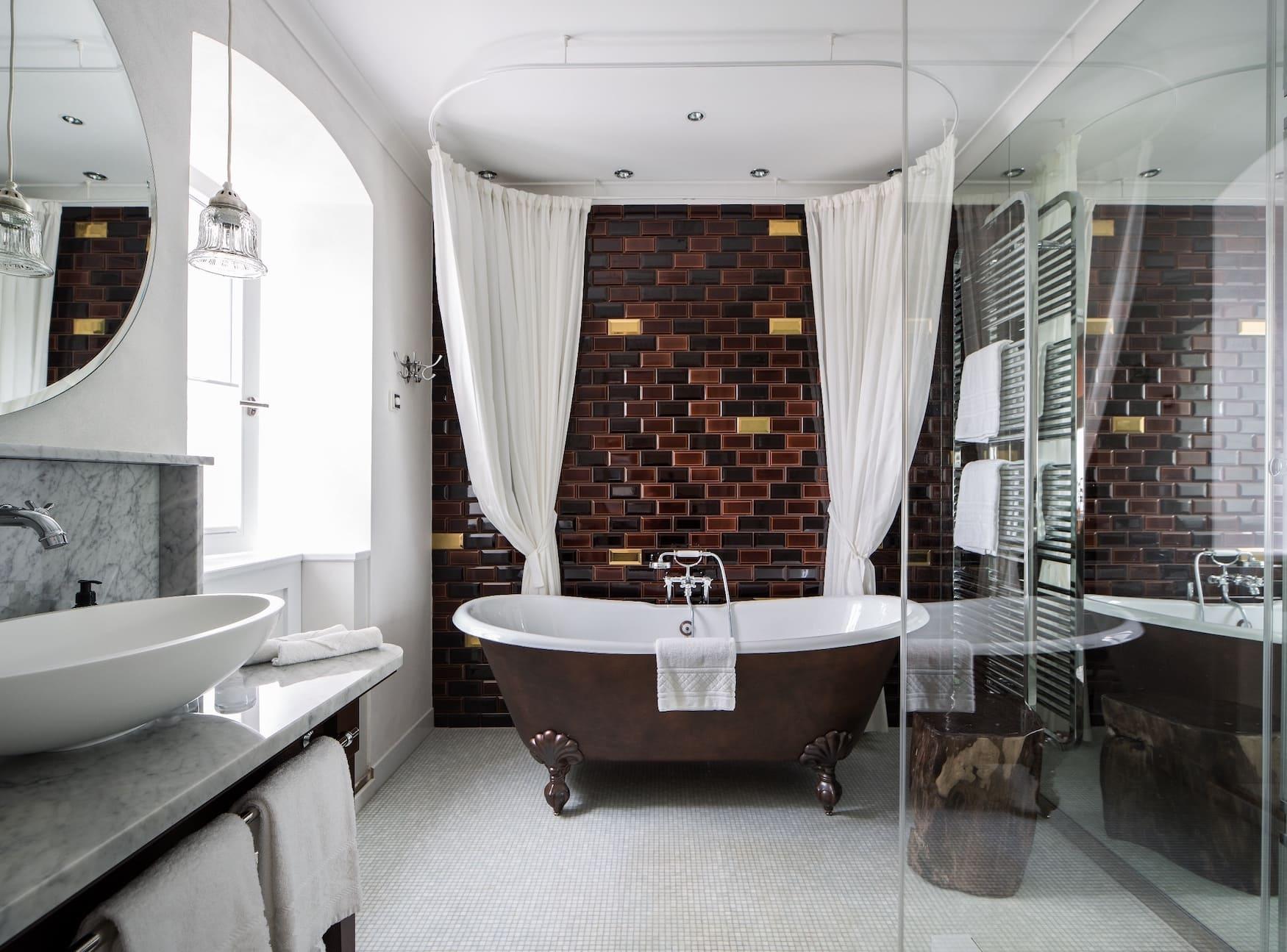 Freistehende Badewanne: Hotel Einrichtung, von der wir uns gern inspirieren lassen