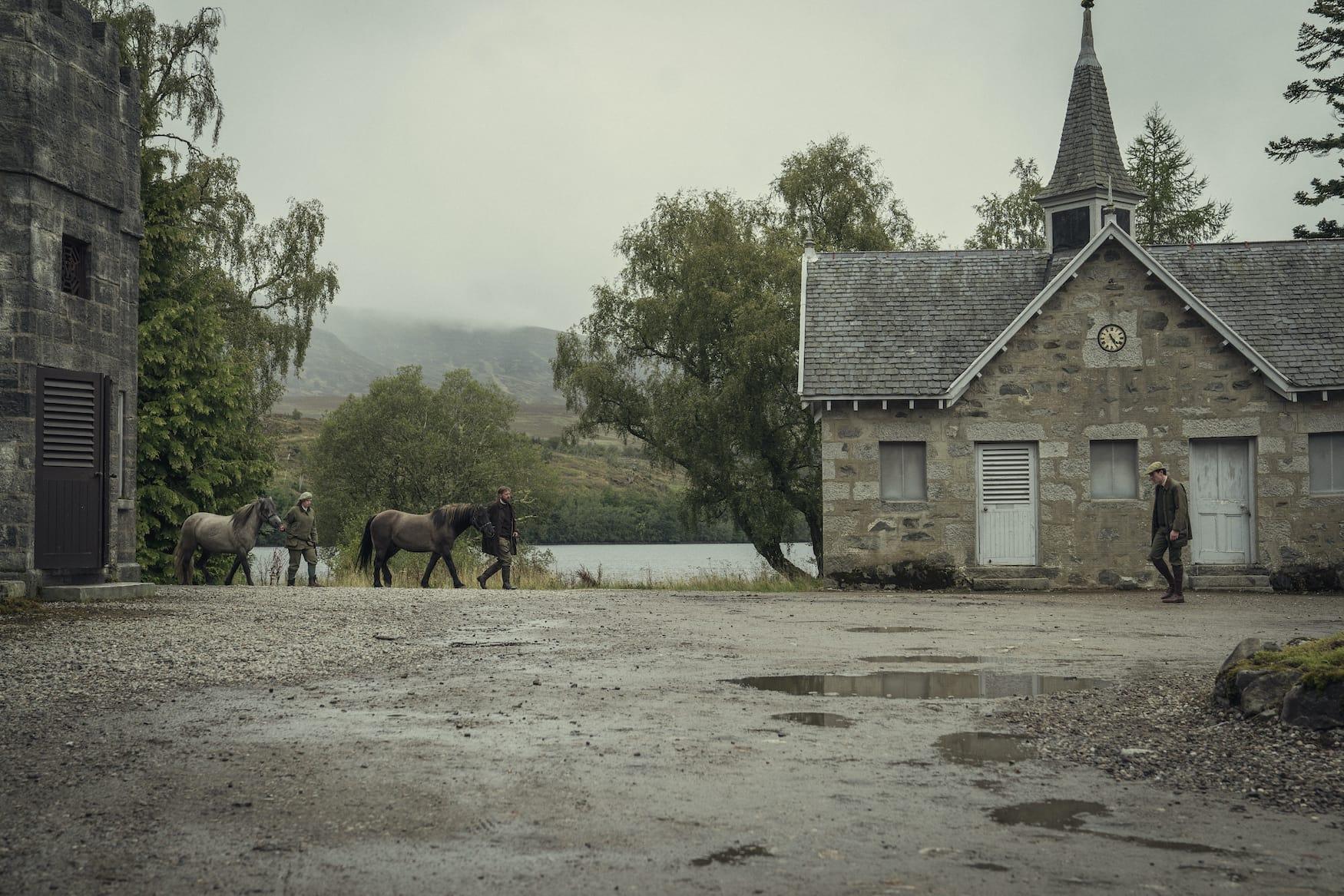 Bei den Dreharbeiten von The Crown in Schottland