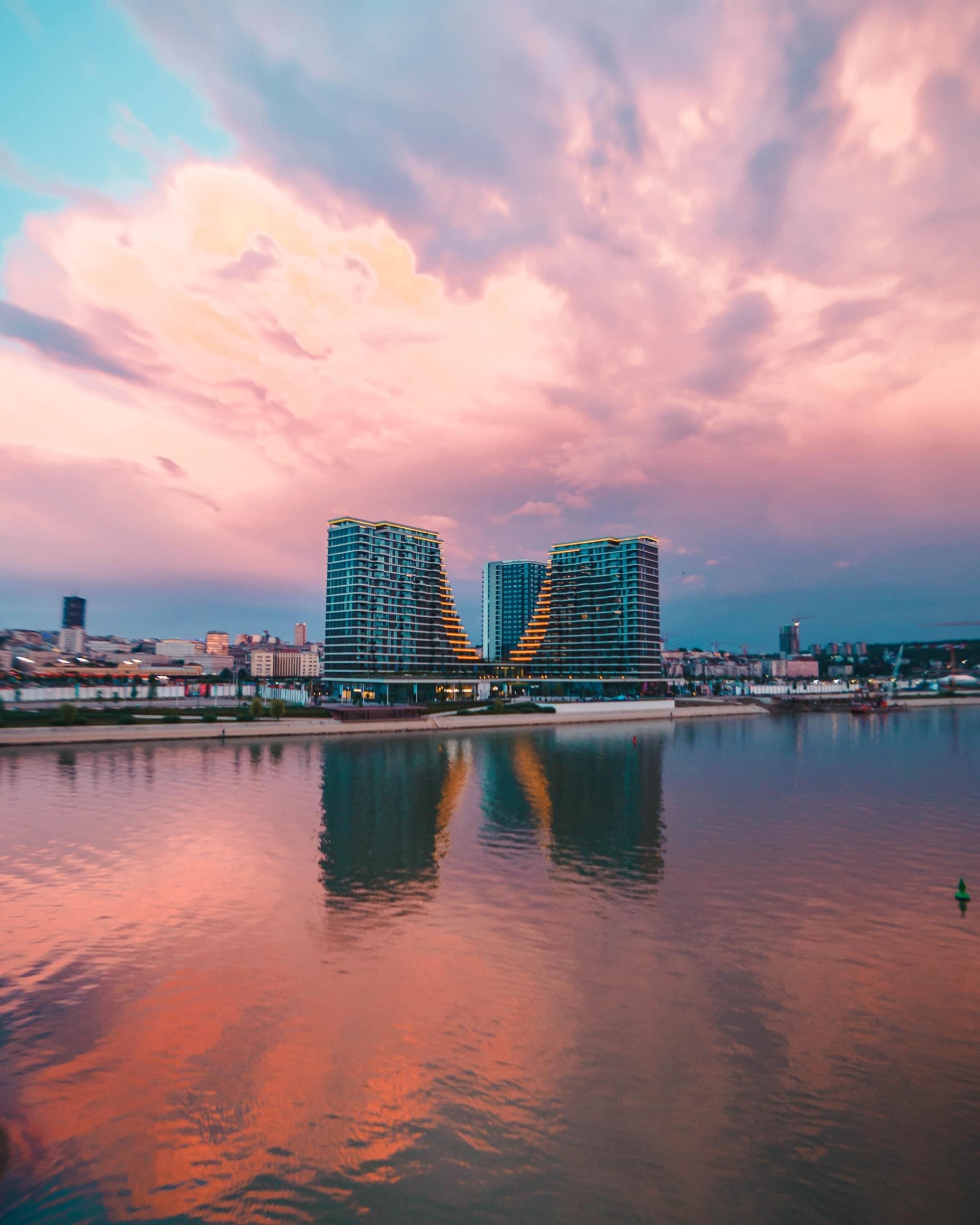 Waterfront Belgrade bei Sonnenuntergang