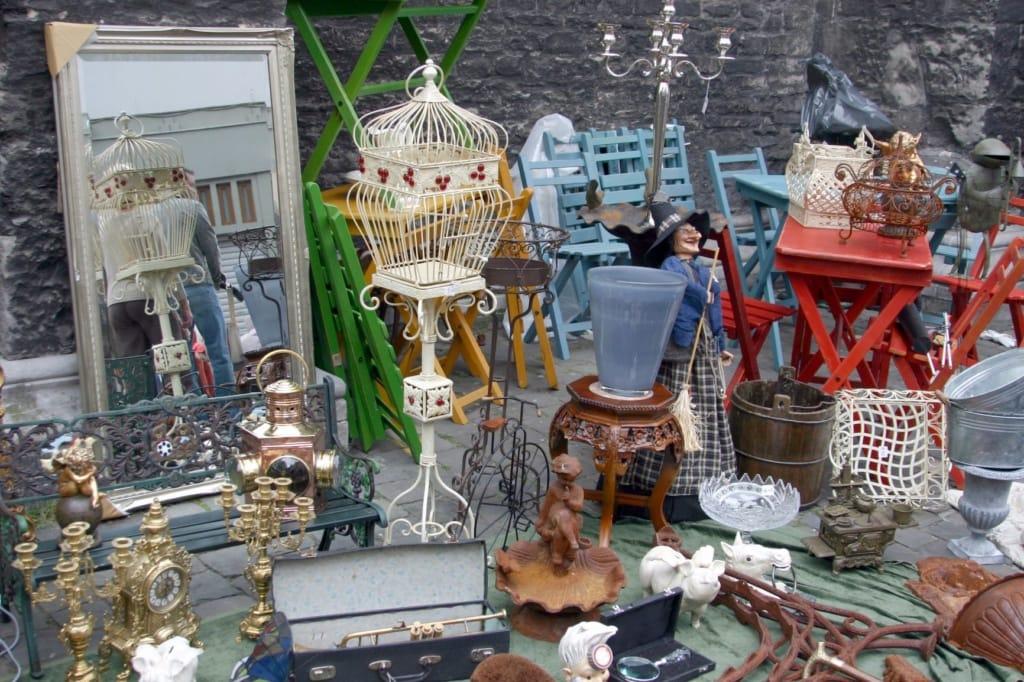 Vintage-Ausstellungsgegenstände auf Flohmarkt