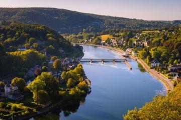 Blick auf die Maas, in der Nähe von Dinant und Namur in der Wallonie