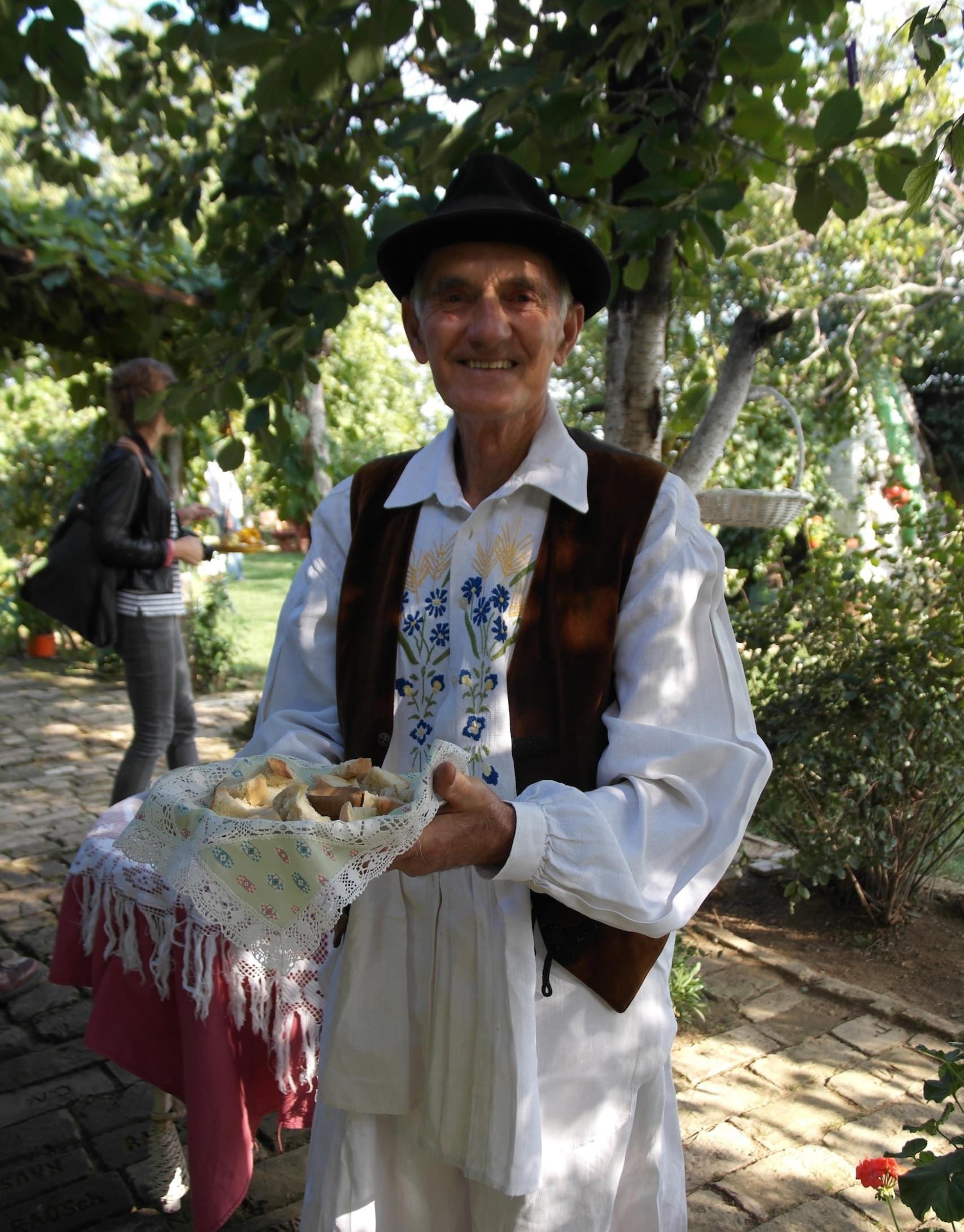In Perkov Sales werden die Gäste mit traditionellen serbischen Spezialitäten begrüßt