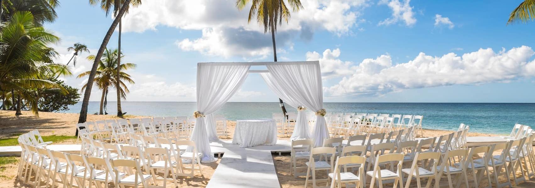 Strandpavillion für Hochzeit am Strand von Tobago
