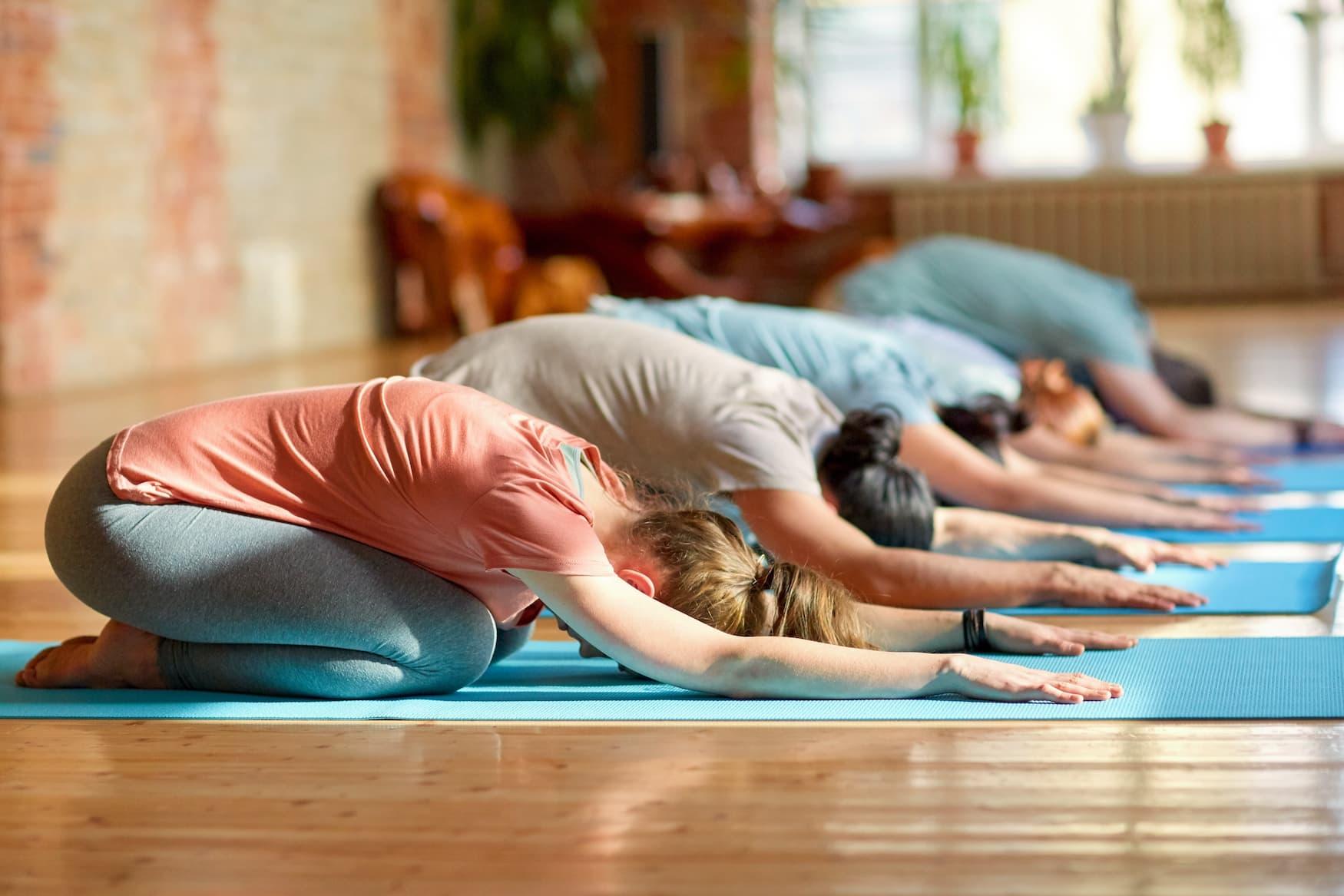 Frauen bei Yoga auf Rügen