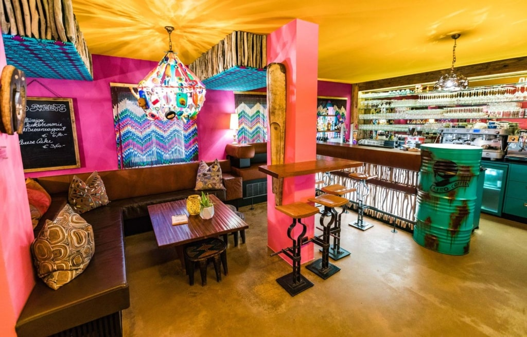 Inneneinrichtung des Afro Cafes in Salzburg