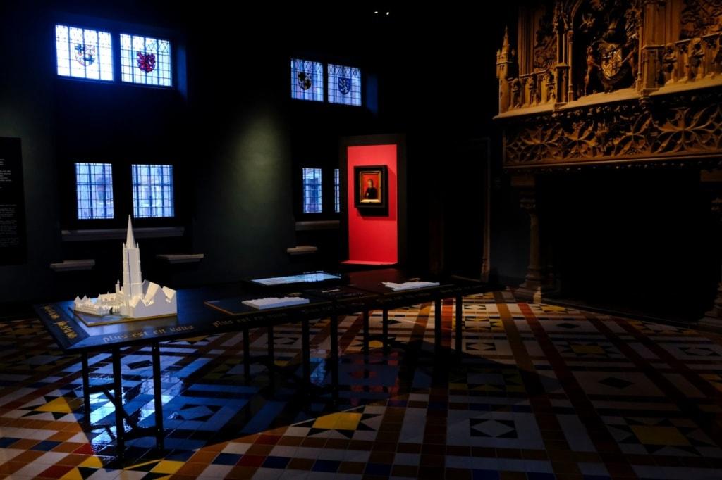 Ausstellungsraum im Gruuthusemuseum Brügge